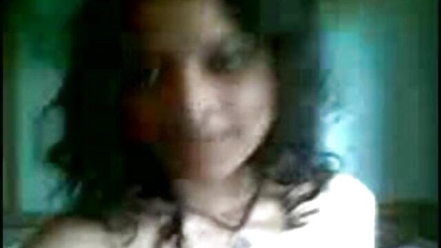 তার মোরগ উপর কালো জাম্প মধ্যে একটি বাংলা দেশি sex video মহিলার চুল হিসাবে অংশীদার ফোটোগ্রাফি.