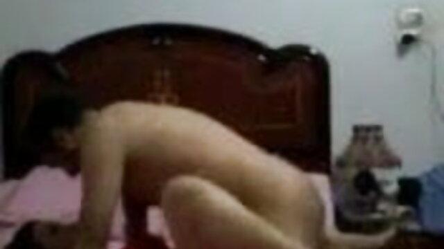 নীল টি শার্ট সম্পূর্ণ একটি ব্যক্তি একটি শ্মশ্রুধারী জাত বুনা www sex বাংলা দেয়