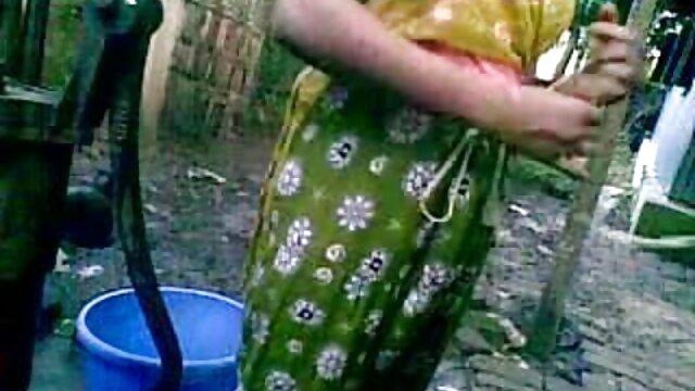 বাঁড়ার বাংলাদেশি sex video রস খাবার, সুন্দরী বালিকা