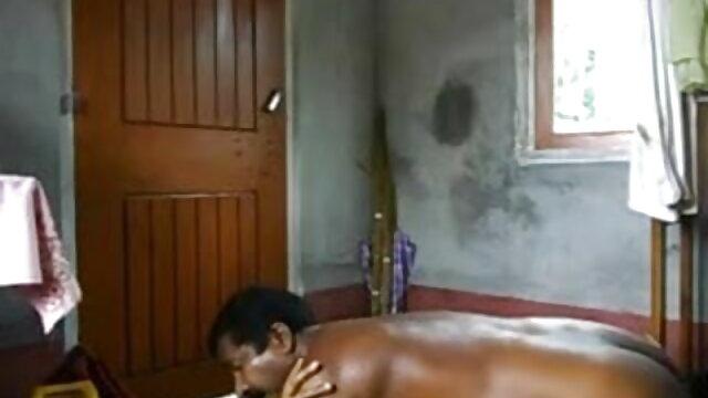 নমুনা স্তন্যপান করানো এবং সেক্স খেলনা উপর একটি www xnxx বাংলা প্যাটার্ন সঙ্গে হাফপ্যান্ট ছাত্র